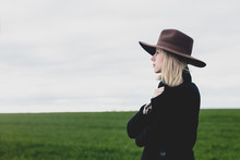 Style Blonde Woman In Hat And ...