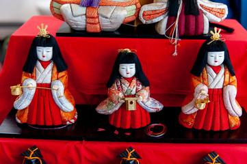 ひな壇の人形