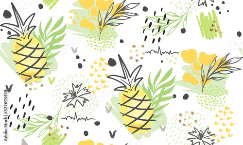Seamless exotic pattern with tropical plants and gold elements. Vector - 327643439