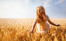 Girl With Blond Wavy Hair In W...