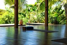 Open Tropical Yoga Studio Plac...