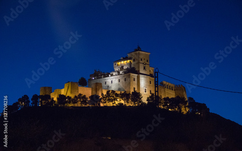 Fotomural castillo iluminado con luces
