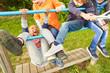Leinwandbild Motiv Gruppe Kinder hat Spaß beim Klettern und Spielen