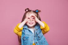 Funny Little Girl Do Funny Dou...