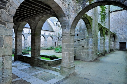 Photo The beautiful abbey of Lehon near Dinan in Brittany. France