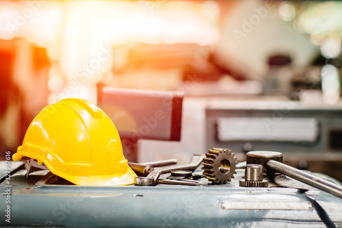 Fotografía yellow helmet hardhat with instruments gear tools in factory for background