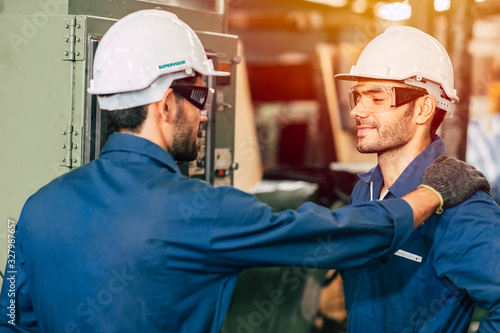 Photo engineer supervisor admired and proud his worker team, working good more efficiently