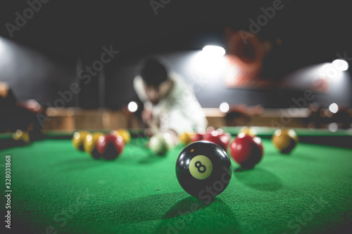 Fotografie, Obraz Table de billard dans un bar - 8 ball