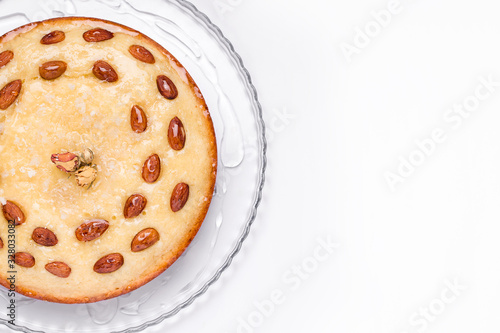 Photo oriental confectionery based on semolina arbus basbus pie close-up on a white background