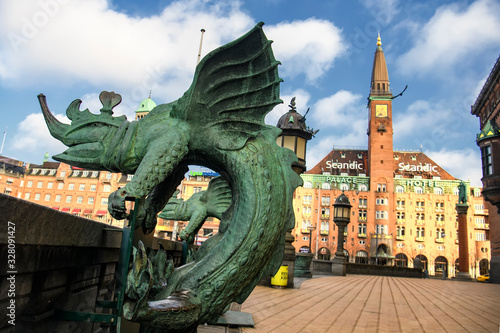 Valokuvatapetti Bronze chimera Dragon figures statues in front of the Copenhagen City Hall, Denmark