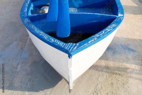 Imbarcazione da pesca bianca e azzurra Wallpaper Mural