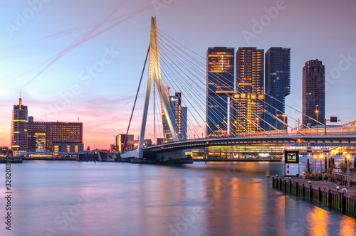 Erasmus bridge over the river Meuse in Rotterdam Fototapete