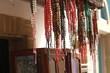markt,ketten,schmuck,marocco,bunt, dekor, farbe, rot, abstrakt, gestalten, gegenstand, weiß, perle, holz, absatzmarkt, einkaufen, isoliert, collier, fasern, tool, leder,perlen