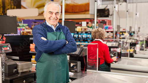 Fotomural Senior as a cashier at the supermarket cashier