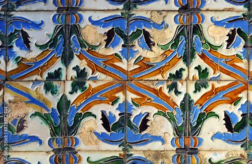 Azulejos de relieve de estilo renacentista azulejos de arista (siglo XVI), Real Alcázar de Sevilla, España Canvas Print