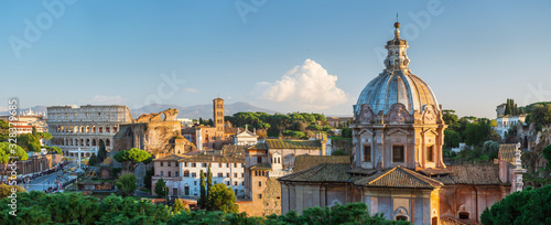 Fotografiet wide panorama to roman forum and colosseum in Rome