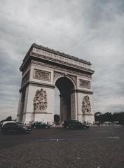 Fototapeta na wymiar Arch of triumph in paris