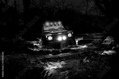 Photo Land Rover Defender River Crossing
