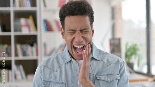 Fotografia Young African American Man with Toothache, Tooth Infection