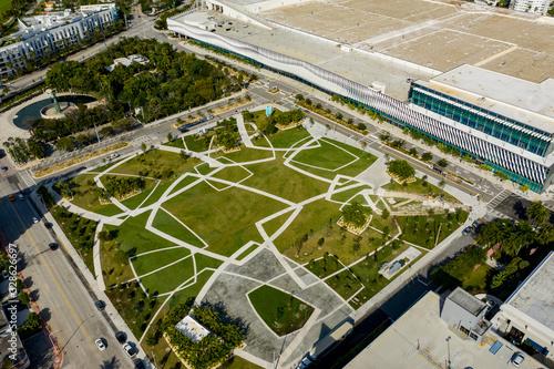 Valokuvatapetti Aerial photo Miami Beach Convention Center Park