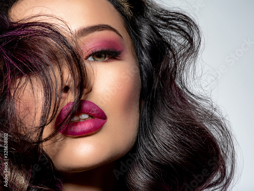 Cuadros en Lienzo Portrait of beautiful young woman with bright maroon makeup
