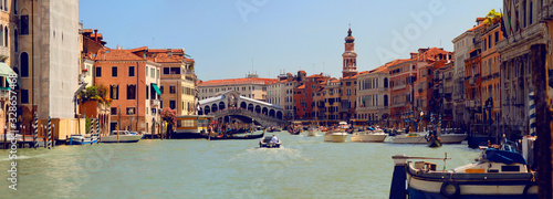 Fototapeta Panoramic view of Grand Canal (Canal Grande) with Rialto Bridge (Ponte di Rialto). Venice. Italy. obraz