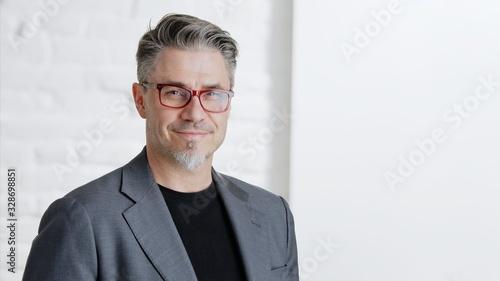Happy good looking older businessman in glasses Fototapet