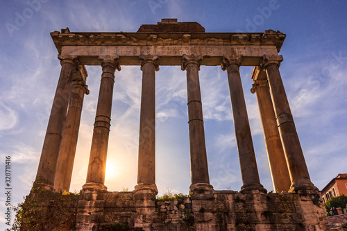 Cuadros en Lienzo Roman Forum columns at sunset