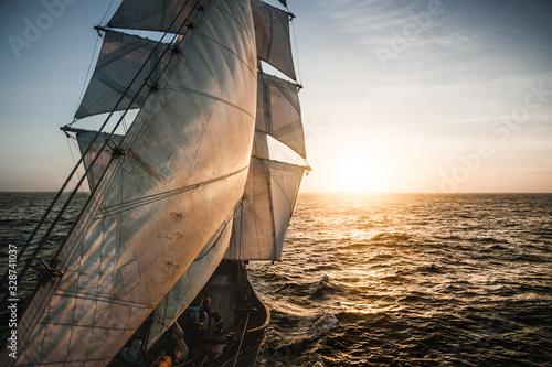 Photo Old tall ship sails backlit
