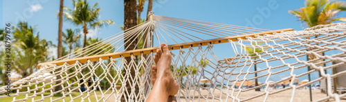 Photo Caribbean beach selfie girl relaxing on hammock panoramic banner travel background panorama
