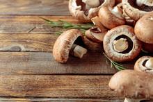 Fresh Brown Mushrooms Champign...