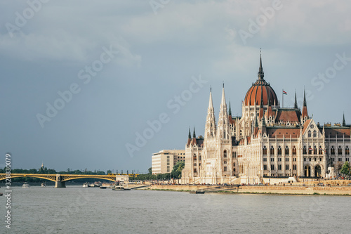 Foto The building of the Parliament in Budapest