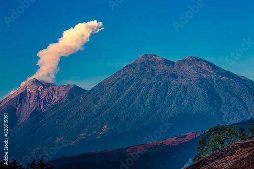 Fotomural Volcano fire, antigua guatemala