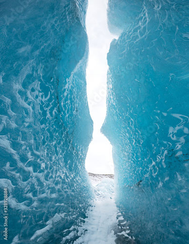 Fotografía Entrance of an ice cave inside Vatnajokull glacier in southern Iceland