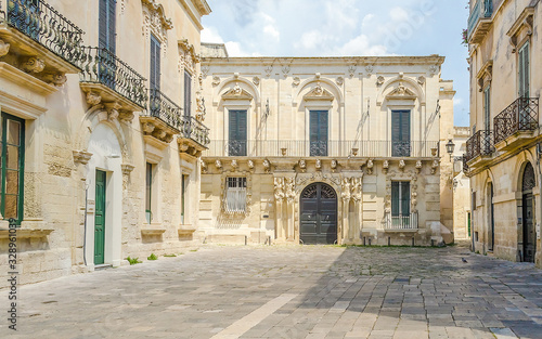 Photo Small baroque square in central Lecce, Salento, Italy