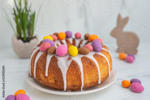 Photo home made apple carrot sponge cake for easter