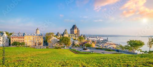 Fototapeta premium Panoramiczny widok na panoramę miasta Quebec w Kanadzie