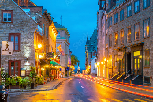 fototapeta na szkło Old town area in Quebec city, Canada at twilight