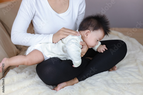 Infant baby boy belching after drink breast milk by mother Canvas-taulu