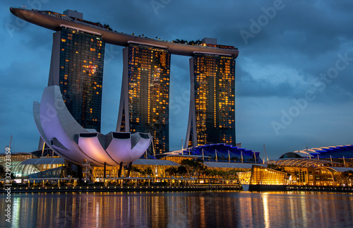 Photo Singapore Marina District at twilight