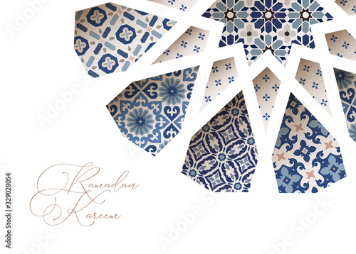 Fotografiet Close-up of blue ornamental Morroccan tiles through white arab star shape pattern