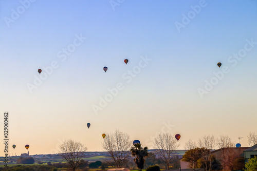 Photo Aerostatic Balloons flying in Seville in the aerostatic balloon race of 2020
