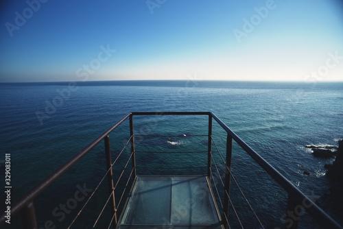 전망대에서 바라보는 광활한 동해바다의 수평선
