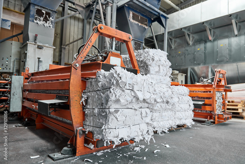 Stampa su Tela A paper recycling factory plant shredding machine, shredding waste paper into square bails, ready to be pulped and reused