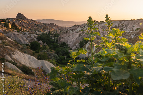 Photo Uchisar castle, highest point in Cappadocia in a morning sunrise, Central Anatol