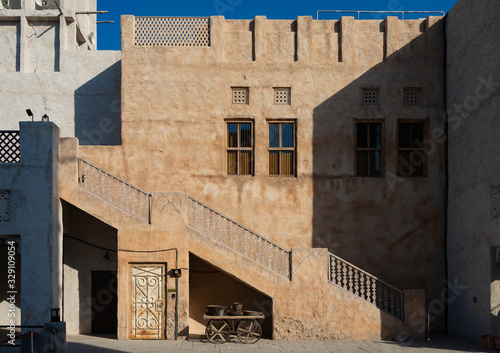 Typical old urban architecture from the Persian Gulf region Canvas Print