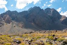 Vale Na Cordilheira Dos Andes ...