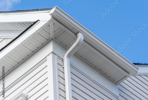 Colonial white fiber cement horizontal vinyl lap siding, soffit with ventilation Fototapet