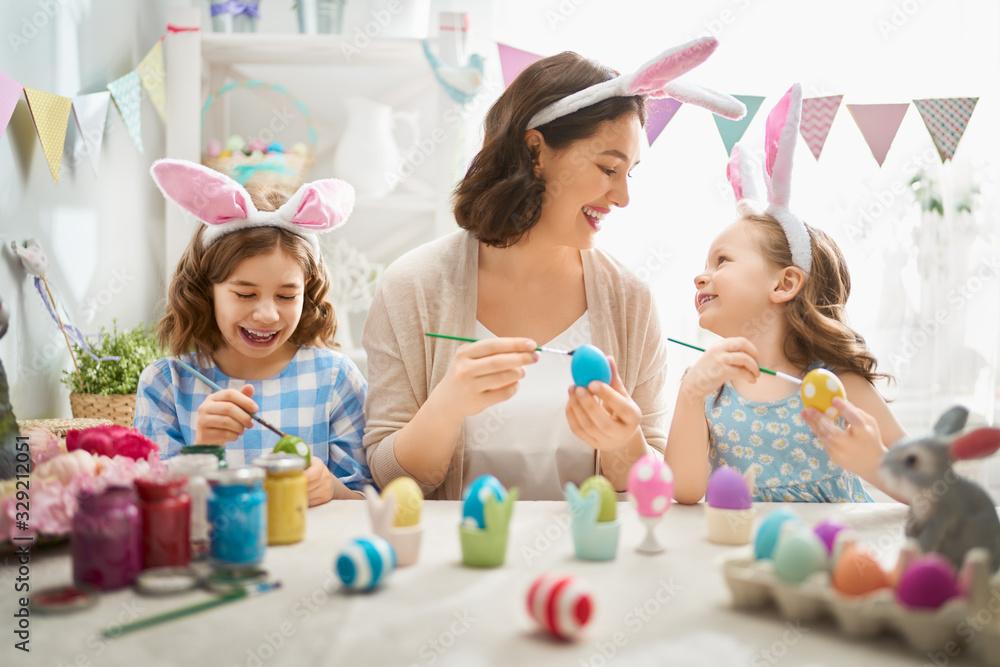Fototapeta family preparing for Easter