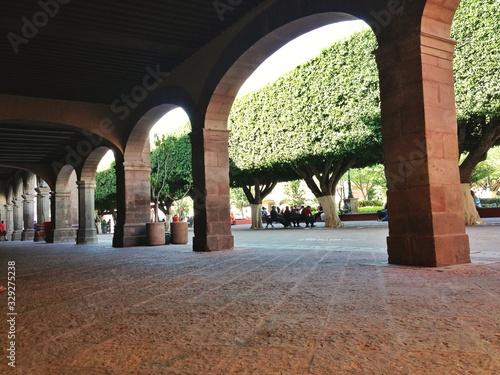 Billede på lærred Archway With View To A Park